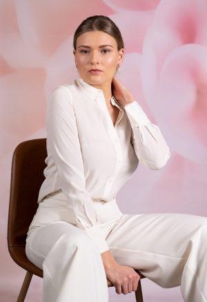 Wear nude trouuserslips under light trousers